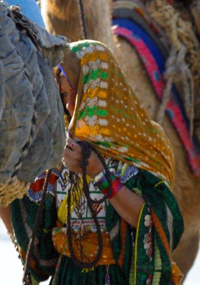 Young Kutchi woman 04