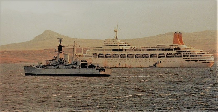 andromeda alongside ss canberra falklands war